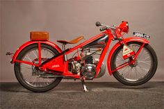 Year 1932 Due to the economic recession of the early 1930 a cheaper and simpler… Vintage Cycles, Vintage Bikes, Vintage Motorcycles, Cars And Motorcycles, Vintage Cars, Custom Motorcycles, Classic Bikes, Classic Cars, Russian Motorcycle