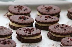 Hříšně kakaové koláčky plněné bílým krémem