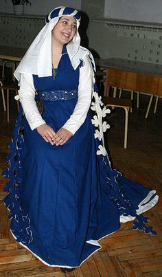 This page has links to the Top 10 Websites for Medieval Sewing Patterns
