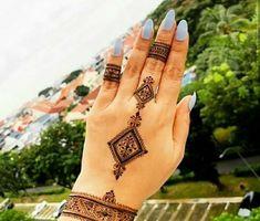 Latest Mehandi Designs For Rakshabandhan 2020 Beautiful Simple Mehndi Design, Very Simple Mehndi Designs, Traditional Mehndi Designs, Back Hand Mehndi Designs, Mehndi Designs For Girls, Mehndi Designs For Beginners, Latest Mehndi Designs, Mehandi Designs, Mehndi Style