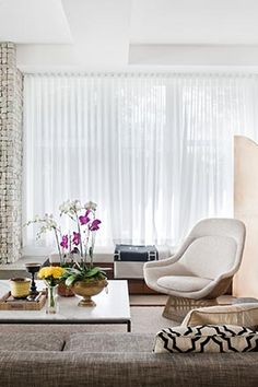 David Hicks...coffered ceiling, concealed curtain track, Platner & Hermes Avalon throw.