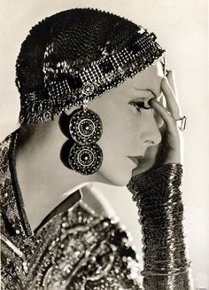 Greta Garbo in Mata Hari. This photograph reminds me very much of Daphne Guinness. @designerwallace