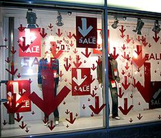 visual merchandising for kids products - Bing Images Window Display Retail, Retail Windows, Store Windows, Visual Merchandising Displays, Visual Display, Propaganda Visual, Retail Signage, Window Display Design, Retail Store Design