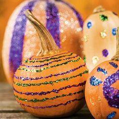 Glitter pumpkins!  Add #sleeviesavers for easy clean-up! www.sleeviesavers.com