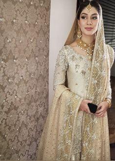 Pakistani Wedding Outfits New Pin by Sadiya On the Closet In 2019 Asian Wedding Dress, Pakistani Wedding Outfits, Pakistani Bridal Dresses, Pakistani Wedding Dresses, Pakistani Dress Design, Bridal Outfits, Indian Dresses, Pakistani Couture, Moda Indiana