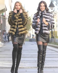 Thigh High Boots, High Heel Boots, Botas Sexy, Boots And Leggings, Girls In Mini Skirts, High Leather Boots, Fashion Themes, Hot High Heels, Leather Dresses