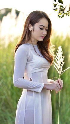 Vietnamese Traditional Dress, Vietnamese Dress, Traditional Dresses, Sexy Asian Girls, Beautiful Asian Girls, Beautiful Models, Dress Attire, Ao Dai, White Girls
