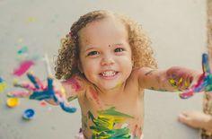 Da verdadeira alegria de ser e brincar na vida  #apaixonadaporalice #amor #criança #ensaio #família #felicidade #fotografa #fotografadefamilia #fotografia #fotografiadefamilia #infancia #maternidade #movimentosdavida #salvador #vida #vidaemmovimento #maededois #maedemenina #mae #brincar #pintura #alegria #instahappy #socialmediamom #momblogger
