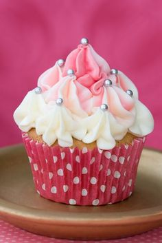 Love how the frosting is done - easy enough for me to do ... I think!