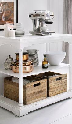 Awesome Wei er und eleganter Tisch mit herausnehmbare Schubladen aus Teak