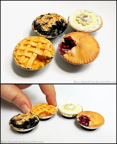 Miniature Pie Magnets by PepperTreeArt on DeviantArt Miniature Crafts, Miniature Food, Miniature Dolls, Barbie Food, Doll Food, Tiny Food, Fake Food, Polymer Clay Miniatures, Polymer Clay Charms