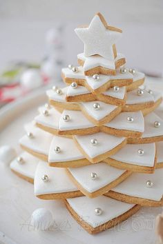70 DIY Ideas of Simple Christmas Cookies - Jiyong Kwon - 70 DIY Ideas of Simple Christmas Cookies DIY Ideas of Simple Christmas Cookies; Easy Christmas Treats, Christmas Tree Cookies, Xmas Cookies, Christmas Sweets, Christmas Gingerbread, Christmas Cooking, Noel Christmas, Christmas Goodies, Holiday Treats