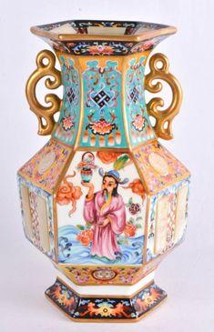 Vaso bojudo, sextavado, porcelana artisticamente decorado ao estilo oriental com figuras, animais, f