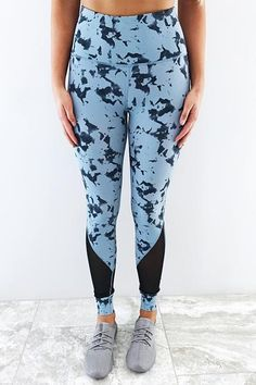 https://www.shophopes.com/collections/whats-new/products/pump-it-up-pants-baby-blue-black?variant=75938988047