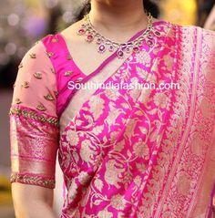 Pattu Saree Blouse Designs, Fancy Blouse Designs, Bridal Blouse Designs, Blouse For Silk Saree, Saree Dress, Blue Blouse, Saris, Moda Indiana, Stylish Blouse Design