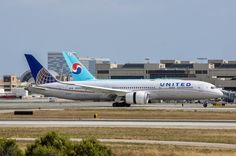 A UNITED 787-9 arriving at LAX from PVG. United will schedule the long Dreamliner for all of its Trans-Pacific routes from LA.