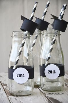 Graduation Party Drink. Add something fun for your graduation decor with these simple crafts. All you need are some straws, serving glasses, graduation cap made from black cardstocks.