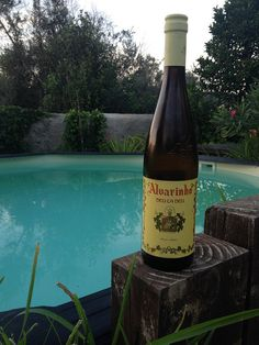 Alvarinho deu la deu - thoroughly excellent white wine for about €5 (sells at around $20 in US) Wine Reviews, Corona Beer, White Wine, Beer Bottle, Food, Wine, Essen, White Wines, Beer Bottles