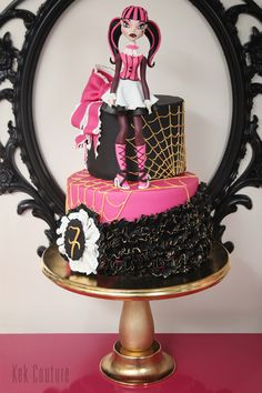 PASTA | Kek Couture Monster High Cakes, Mini Cakes, Snow Globes, Cake Decorating, Table Lamp, Inspiration, Instagram, Decorated Cakes, Couture