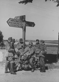 German soldiers pause for a seemingly leisurely rest during the invasion of Poland. They stand beneath a road sign in the north of Poland in the Polish Corridor, which divided the bulk. German Soldiers Ww2, German Army, Freedom In The World, Invasion Of Poland, Germany Ww2, German Uniforms, War Dogs, Historical Pictures, Panzer