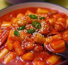 The Best Info: Resep Makanan - resep masakan korea - Tteokbokki South Korean Food, Korean Street Food, I Want Food, Love Food, Spicy Rice, Tteokbokki, Rice Cakes, Sweet And Spicy, No Cook Meals