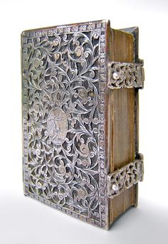 Lilliputian Prayer-book (1672) with silver binding and clasps