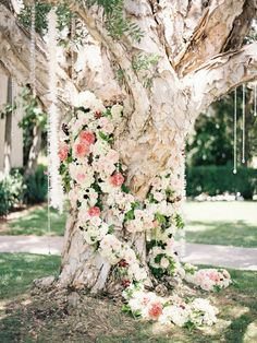 unique wedding tree arch decor with floral garland and hanging pearls #weddingflowers #weddingdecor