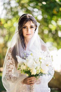 Beleza criada por Morgana Castro. O casamento de Manuella e Tiago, publicado no Euamocasamento.com. As fotos são de Renata Xavier. #euamocasamento #NoivasRio #Casabemcomvocê