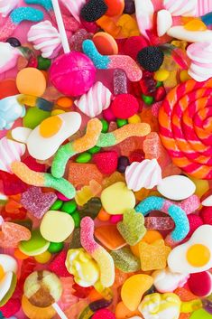 Bunch of colorful candies Bonbons Pastel, Haribo Sweets, Haribo Candy, Cute Food Wallpaper, Fond Design, Candy Photography, Candy Pictures, Collage Des Photos, Retro Party