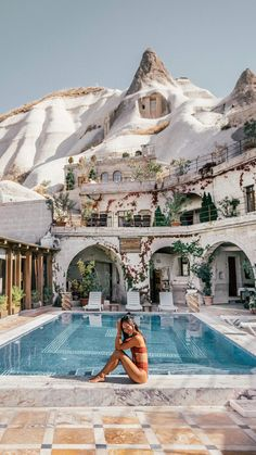It isn't the fanciest hotel in Cappadocia, but the pool setting at Local Cave House is by far the most stunning. The charming property sits tucked away in Goreme where towering fairy chimneys serve up a truly epic pool backdrop. It's a surreal setting, and might be worth booking a one-night stay just to experience the view. #cappadocia #turkey #hotel Beautiful Places To Travel, Cool Places To Visit, Dream Vacations, Vacation Spots, Leiden, Epic Pools, Lindos Videos, Turkey Travel, Stay The Night