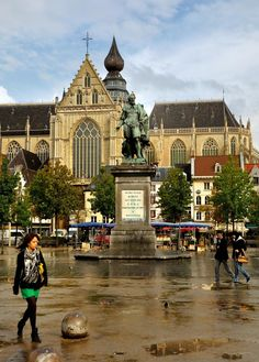 The Pieter Paul Rubens statue at de Groenplaats or 'Green Place', one of Antwerp's most prominent squares, is located in the heart of the city's historic district, near the cathedral, in Antwerp_ Belgium