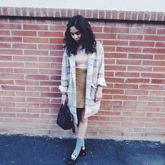 Steph of TheFashionCitizen is so effortless. Seen here in the Desert Sunset Oversized Trench from her Markkit collection.