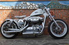 Harley Davidson Sportster XL883L SuperLow / Sportster 883 Low bobber CustomMANIA.com