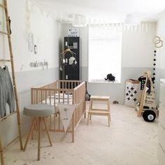 Een babykamer met wit, grijs en hout Diy Tipi, Kidsroom, Kids And Parenting, Girls Bedroom, Room Inspiration, Toddler Bed, Nursery, Furniture, Home Decor