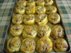Pateuri cu cremvusti Romanian Food, Baked Potato, Ham, Appetizers, Baking, Ethnic Recipes, Cook, Bread Making, Cooking