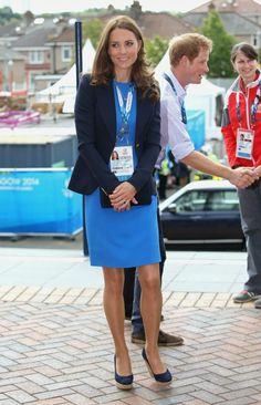 MYROYALSHOLLYWOOD FASHİON:  The Duchess of Cambridge (with Prince Harry behind her), Day 6 of the Commonwealth Games, Glasgow, Scotland, July 29, 2014.  The Duchess wore repeats for her visit- Smythe crepe blazer, Stella McCartney Ridley Stretch Dress, Stuart Weitzman Corkswoon Wedges, Russell and Bromley Muse Clutch, Cartier watch, Kiki McDonough Citrine Drop Earrings and Asprey charm pendant (from Duchess Kate blog).