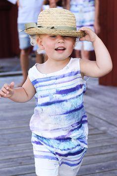 Jumpsuit med vattenfärg från emma och malena på Käringön. Barnkläder.