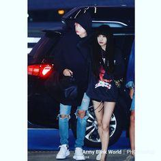 Jungkook x Lisa Kpop Couples, Cute Couples, Bts Jungkook, Taehyung, Lisa Black Pink, Bts Girl, Blackpink And Bts, Korean Couple, Jikook