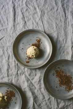 Grapefruit Cinnamon Ricotta Ice Cream with Chocolate Cinnamon Crunch| bettysliu.com