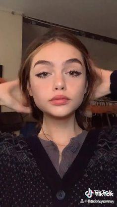 Cute Makeup Looks, Makeup Eye Looks, Eyeliner Looks, Pretty Makeup, Winged Eyeliner, Eyeliner Tattoo, Simple Eyeliner, Indie Makeup, Edgy Makeup