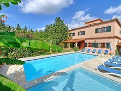 Villa auf dem Dorf, - Villa 6 Schlafzimmer, Schlafmöglichkeiten für 13 Ferienhaus in La Font von @HomeAway! #vacation #rental #travel #homeaway Outdoor Decor, Home Decor, Villas, Cottage House, Majorca, Bedroom, Vacation, Decoration Home, Room Decor