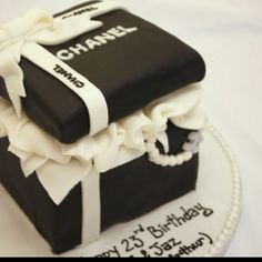 @KatieSheaDesign ♡❤ #Cake ❤♡ ♥ ❥ #Chanel