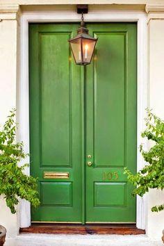 Adore the green door!