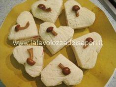 Tramezzini a forma di cuore con Funghi e Speck   http://www.latavolozzadeisapori.it/ricette/tramezzini-a-forma-di-cuore-con-funghi-e-speck
