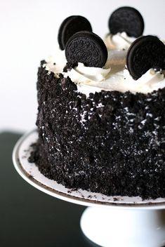 Oreo Cake I want some so bad!!! I want this for my birthday cake!!!