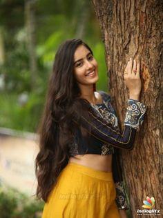 Cute Girl Photo, Girl Photo Poses, Beautiful Girl Image, Beautiful Girl In India, Beautiful Indian Actress, Beautiful Actresses, Bollywood Hairstyles, Indian Hairstyles, Stylish Girl Images