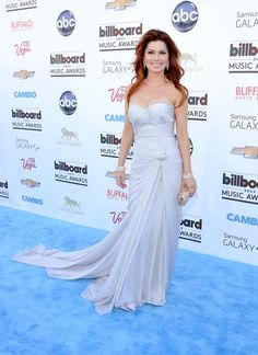 To celebrate the country queen's birthday (Aug. let's take a look back at some of Shania Twain's best-dressed moments. Top Celebrities, Celebs, Shania Twain Pictures, Zuhair Murad Dresses, Country Music Awards, Country Singers, Old Hollywood Glam, Classic Hollywood, White Gowns