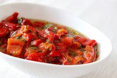 http://nazarboncukagaci.blogspot.sk/2013/05/krmz-biber-salatas-alebo-cervena-je.html