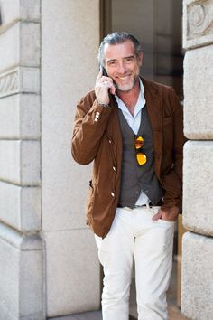 """""""The Man"""" On the Street…Alessandro S., Milan « The Sartorialist The Sartorialist, Old Man Fashion, Fashion Looks, Mens Fashion, Mode Masculine, Stylish Men, Men Casual, Casual Fall, Smart Casual"""
