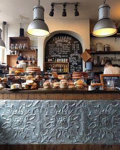 Coffee shop interior decor ideas 59 coffee bar desi̇ng в 2019 Bakery Cafe, Cafe Bar, Cafe Shop, Rustic Bakery, Bakery Shops, Deli Shop, Bakery Decor, Rustic Cafe, Restaurant Design